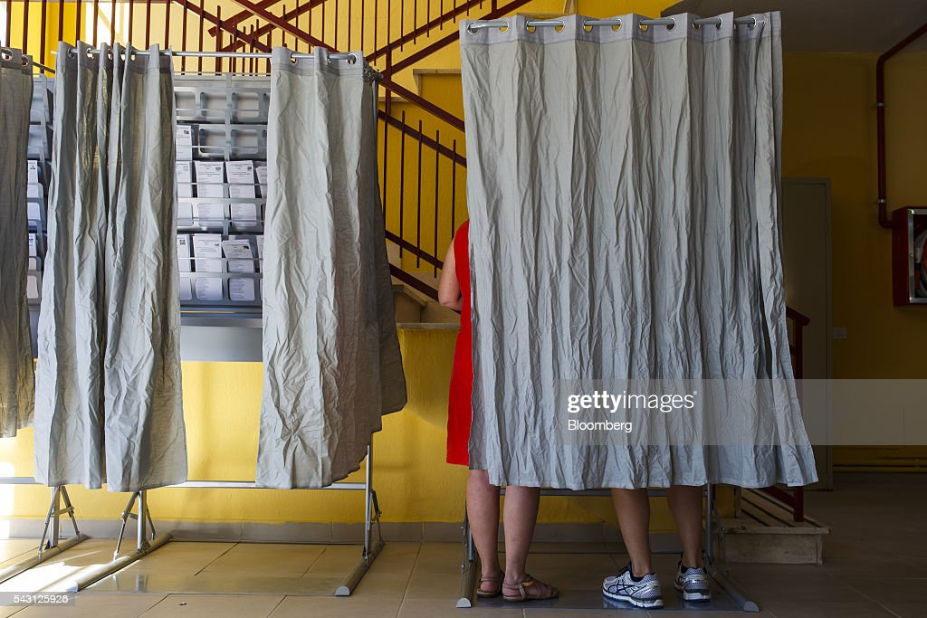 A voter marks her ballot paper in a polling booth in the Spanish general election in Madrid, Spain, on Sunday, June 26, 2016. Spaniards began voting on Sunday in the second election in six months as the U.K. decision to leave the European Union adds to the uncertainty as the nation seeks to break a political deadlock. Photographer: Angel Navarrete/Bloomberg via Getty Images