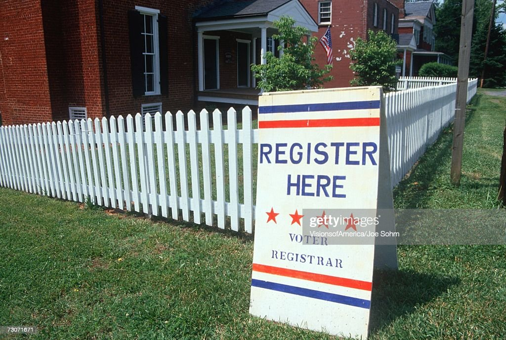 'Voter registration sign with white picket fence, Buckingham, Virginia' : Stock Photo