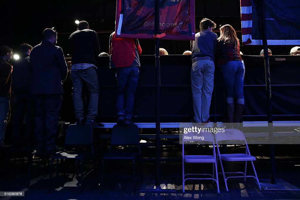 Voters climb on the back of a riser to listen to Republican presidential candidate Sen. Marco Rubio (R-FL) during a campaign rally February 14, 2016 in Easley, South Carolina. Rubio continued to campaign in the Palmetto State for the upcoming GOP primary.
