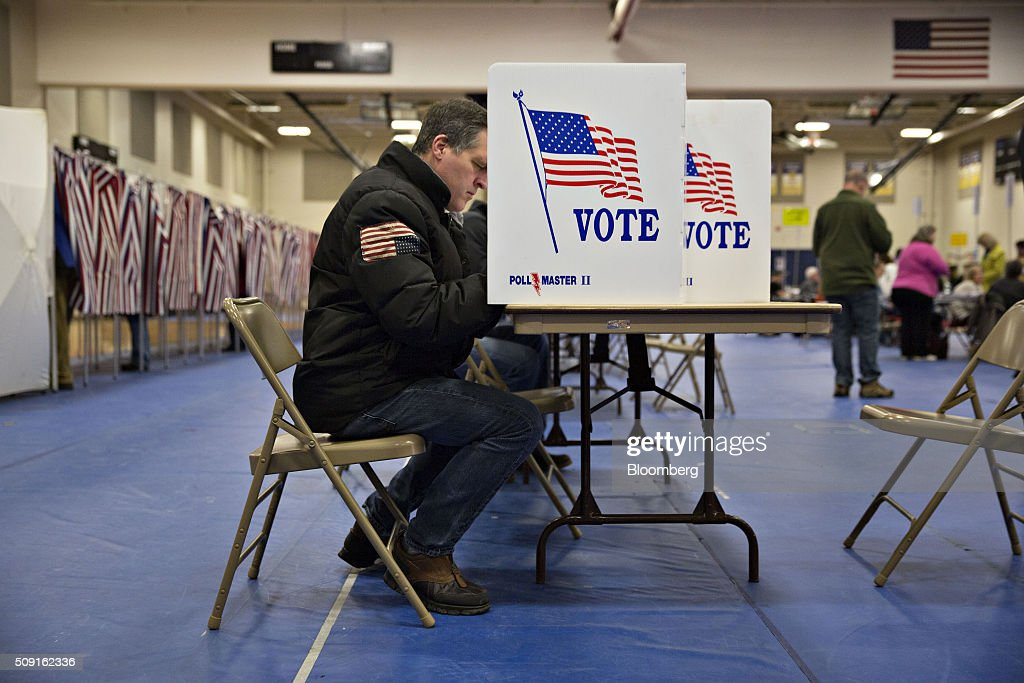Voters fill out ballots at a polling station in Bedford, New Hampshire, U.S., on Tuesday, Feb. 9, 2016. Voters in New Hampshire took to the polls today in the nations first primary in the U.S. presidential race. Photographer: Daniel Acker/Bloomberg via Getty Images