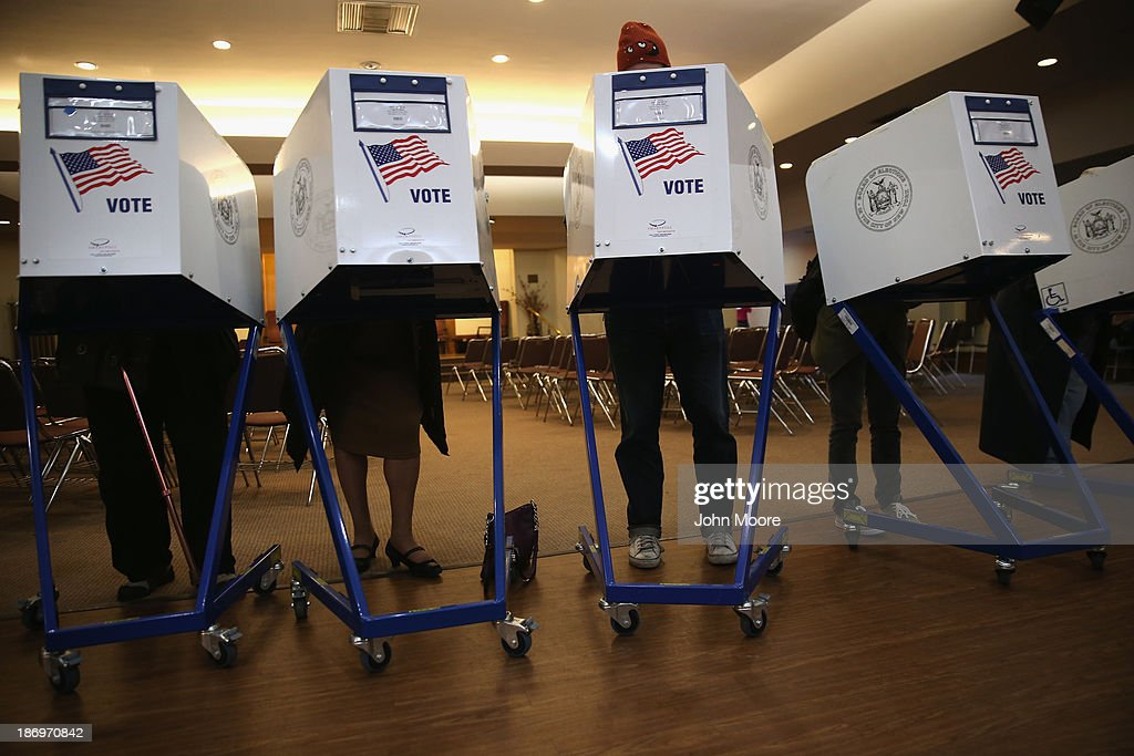 Voters fill out their ballots at a polling station on November 5, 2013 in the Brooklyn borough of New York City. New Yorkers went to the polls to choose between Democratic candidate Bill de Blasio and Republican Joe Lhota. De Blasio was widely considered the favorite going into election day.