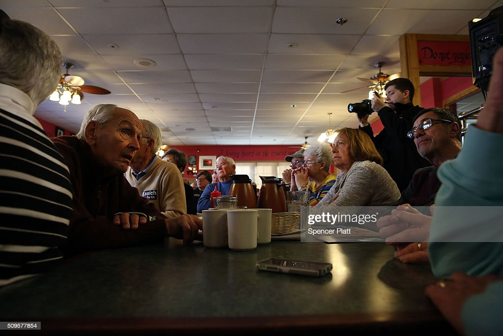 Voters listen as Ohio Governor and Republican presidential candidate John Kasich speaks to inside of a restaurant in South Carolina following his second place showing in the New Hampshire primary on February 11, 2016 in Pawleys Island, South Carolina. Kasich, who is running as a moderate, is expected to face a difficult environment in South Carolina where conservative voters far outnumber moderates.