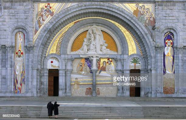 'LOURDES FETE LUNDI LE 150E ANNIVERSAIRE DE L'APPARITION DE LA VIERGE A BERNADETTE SOUBIROUS' Vue de la façade de la Basilique NotreDame du Rosaire...