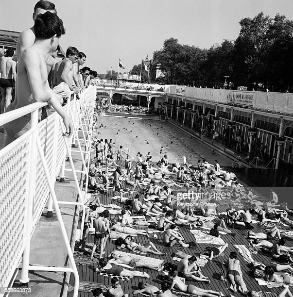 Piscine deligny photos et images de collection getty images - Piscine plage paris asnieres sur seine ...
