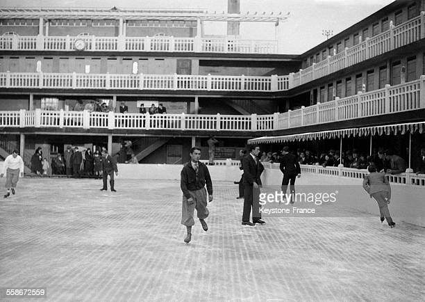 Patinoire stock photos and pictures getty images for Piscine molitor