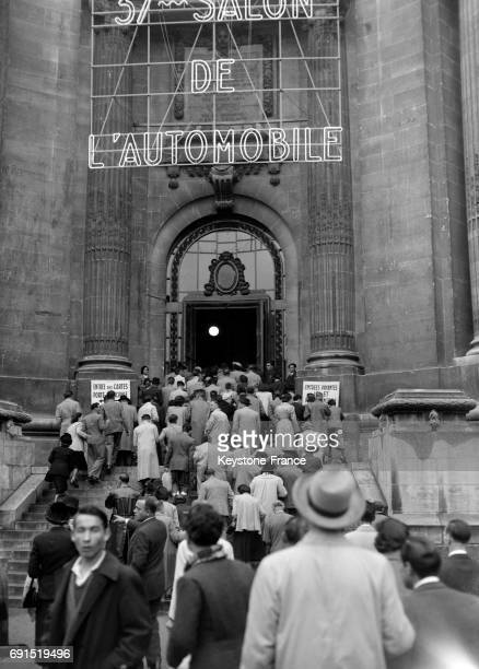 Vue de l'entrée du Salon de l'auto à Paris France en 1950