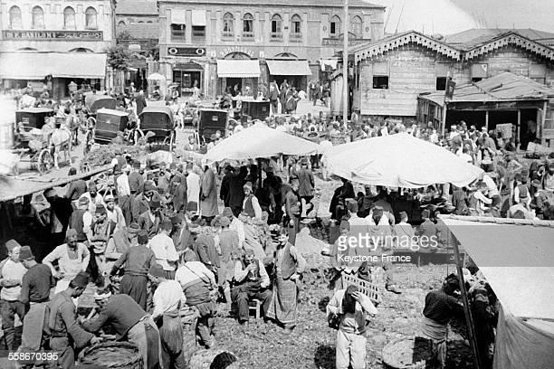 Vue d'un marché aux légumes dans un quartier d'Istanbul Turquie le 25 août 1931