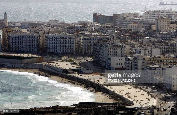 Vue partielle prise le 28 janvier 2006 du quartier populaire de BabelOued à Alger Picture taken 28 January 2006 shows the 'Pab Elwad' popular suburb...