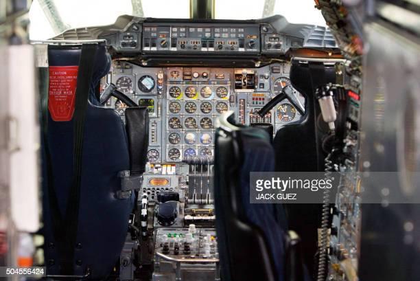 Vue réalisée le 12 mai 2003 à l'aéroport de Roissy Charles de Gaulle dans la cabine de pilotage d'un avion supersonique francobritannique Concorde Le...