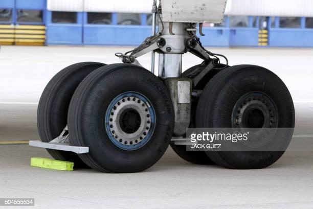 Vue réalisée le 12 mai 2003 à l'aéroport de Roissy Charles de Gaulle d'un train d'atterrissage d'un avion supersonique francobritannique Concorde Le...