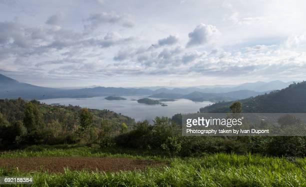 Vue sur le lac Ruhondo depuis la colline de Rihandinzi