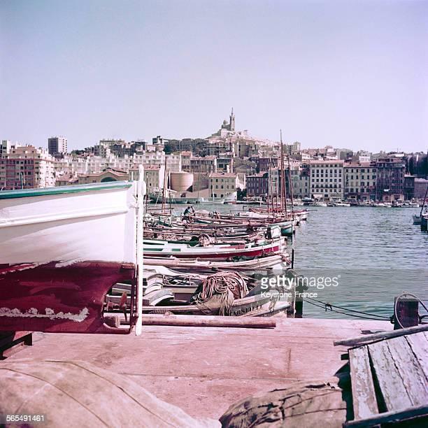 Vue sur le vieux port de Marseille et sur la basilique NotreDamedelaGarde 1963