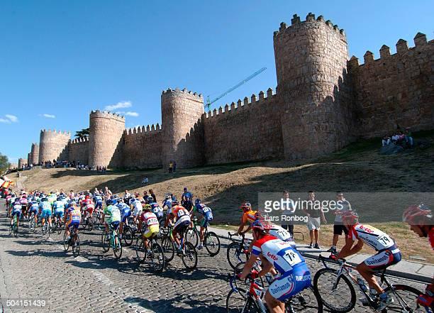 Vuelta a Espana 2005 Stage 18 The peloton in Avila