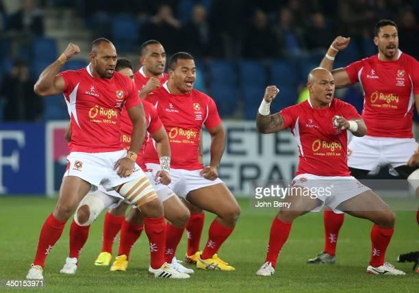 Vungakoto Lilo Nili Latu of Tonga and teammates dancing their Sipi Tau prior to the international match between France and Tonga at the Oceane...