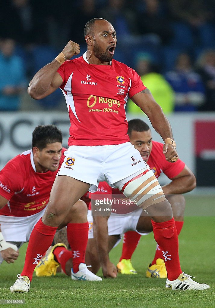 Vungakoto Lilo of Tonga and teammates dancing their Sipi Tau prior to the international match between France and Tonga at the Oceane Stadium on November 16, 2013 in Le Havre, France.
