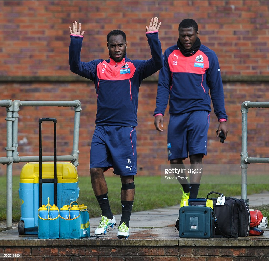 <a gi-track='captionPersonalityLinkClicked' href=/galleries/search?phrase=Vurnon+Anita&family=editorial&specificpeople=727839 ng-click='$event.stopPropagation()'>Vurnon Anita</a> waves to the camera during the Newcastle United Training session at The Newcastle United Training Centre on April 29, 2016, in Newcastle upon Tyne, England.