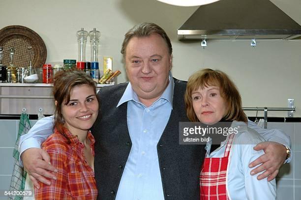 Wackernagel Katharina Schauspielerin D mit Dieter Pfaff und Katrin Saß bei Dreharbeiten zu 'BLOCH Ein krankes Herz'