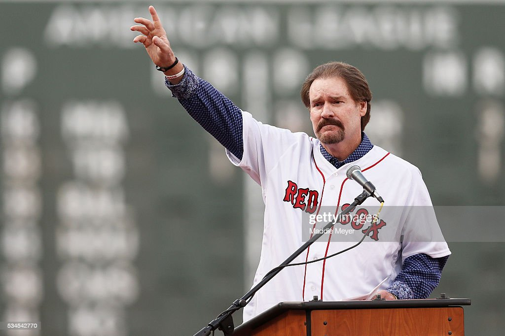 <a gi-track='captionPersonalityLinkClicked' href=/galleries/search?phrase=Wade+Boggs&family=editorial&specificpeople=209175 ng-click='$event.stopPropagation()'>Wade Boggs</a> acknowledges the crowd during the retirement of his jersey #26 prior to the game between the Boston Red Sox and the Colorado Rockies at Fenway Park on May 26, 2016 in Boston, Massachusetts.