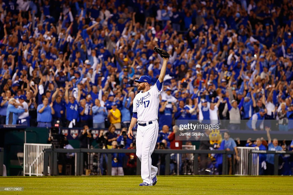Wade Davis #17 of the Kansas City Royals celebrates defeating the Houston Astros 7-2 in game five of the American League Divison Series at Kauffman Stadium on October 14, 2015 in Kansas City, Missouri.