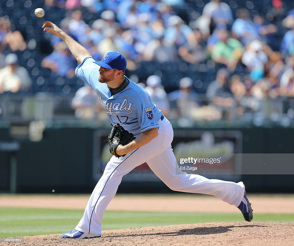 Wade Davis #17 of the Kansas City Royals throws in the eighth inning against the Cleveland Indians at Kauffman Stadium on June 11, 2014 in Kansas City, Missouri.
