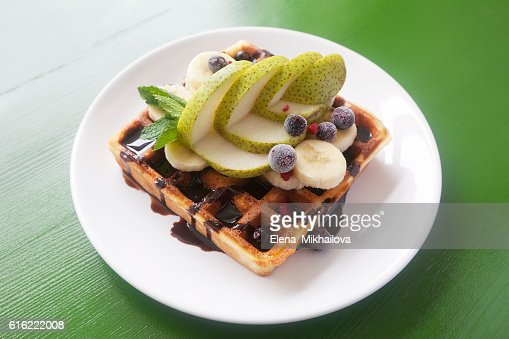 Wafers with chocolate, banana, a pear, berries and mint : Foto stock