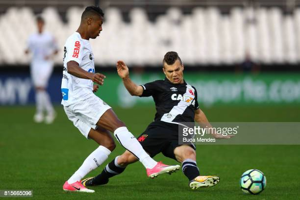 Wagner of Vasco da Gama struggles for the ball with Bruno Henrique of Santos during a match between Vasco da Gama and Santos as part of Brasileirao...