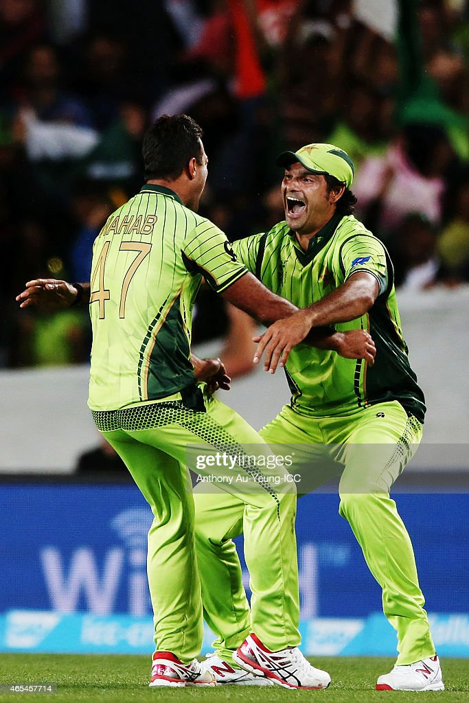 Wahab Riaz of Pakistan celebrates with teammate Mohammad Irfan for the wicket of Mohammad Imran Tahir of South Africa to win the match during the 2015 ICC Cricket World Cup match between South Africa and Pakistan at Eden Park on March 7, 2015 in Auckland, New Zealand.