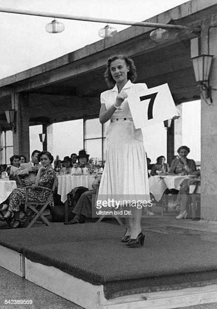 Wahl zur Miss Berlin in der Janika am Fehrbelliner Platz1950Foto Fritz ...