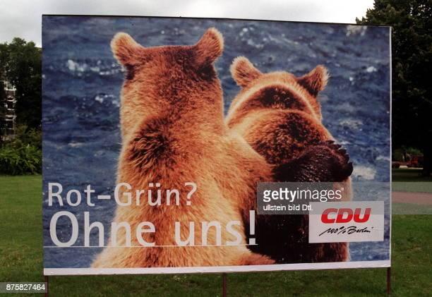 Wahlkampf Wahl zum Abgeordnetenhaus im Wahlplakat der CDU mit zwei Bären und der Aufschrift 'RotGrün Ohne uns'