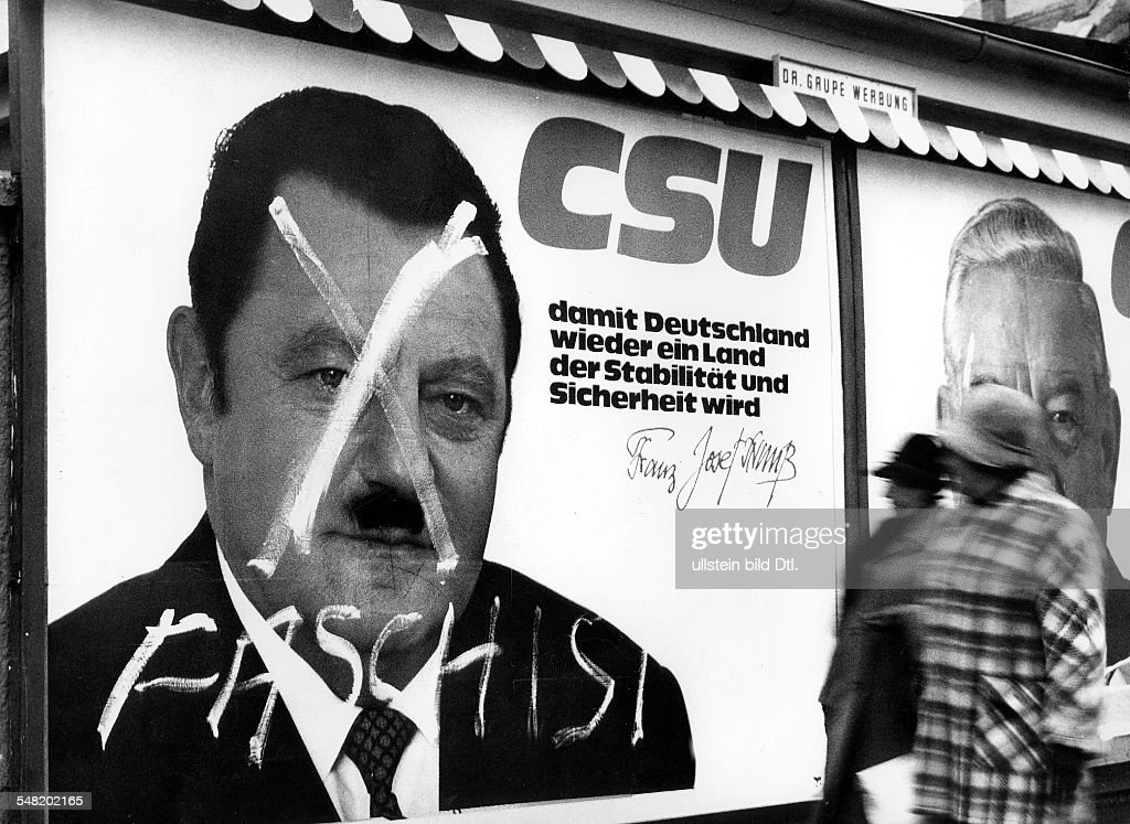 Wahlplakat der CSU mit einem Porträt von Franz Josef Strauß das umgestaltet wurde ein sog HitlerBärtchen ein Kreuz im Gesicht und die Aufschrift...