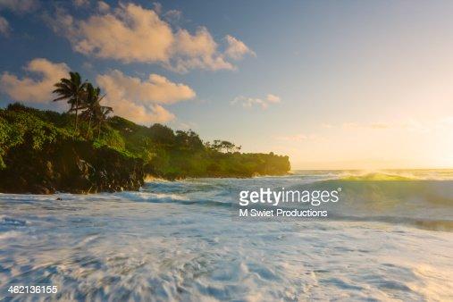 waianapanapa seascape