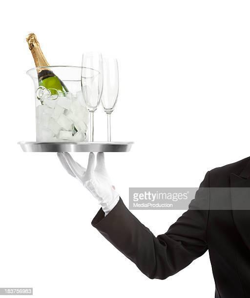 Empregado de Mesa carregar um frasco de Champaigne com flutes