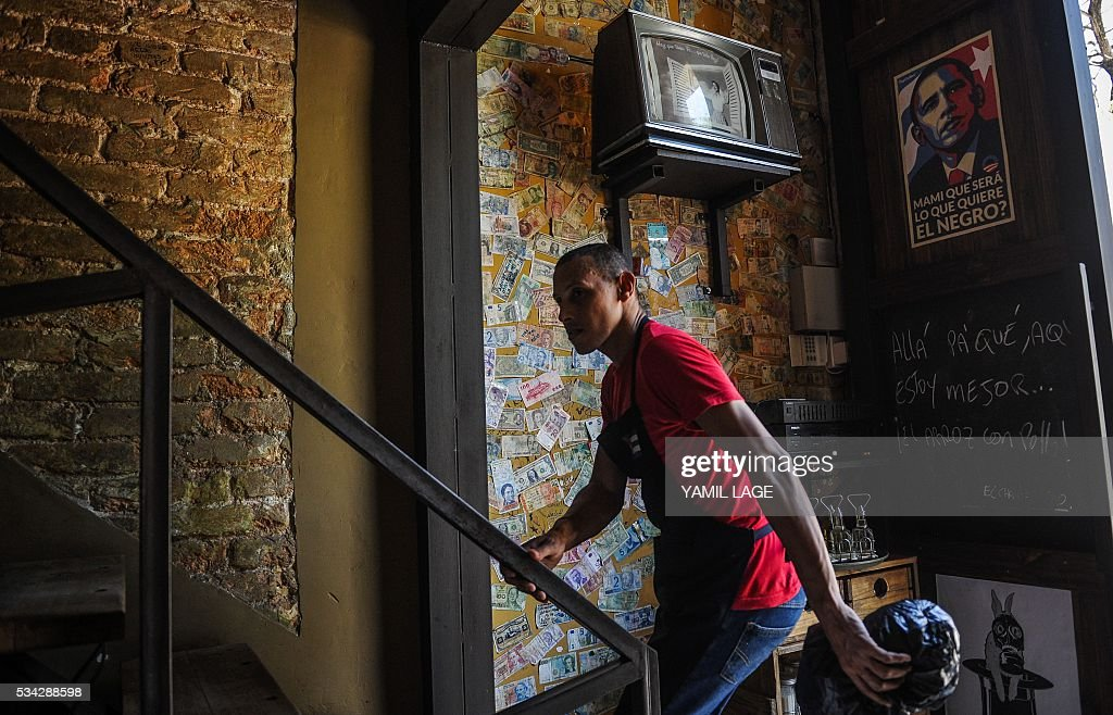 A waiter climbs the stairs in a private restaurant in Havana, on May 25, 2016. Cuban authorities are considering legalizing certain private businesses, a potentially transformative move for the communist island as it liberalizes its economy, according to proposals published this week. / AFP / YAMIL