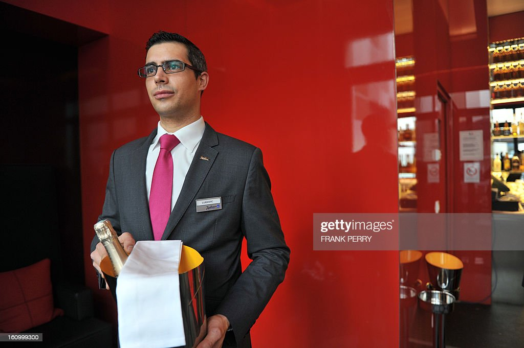 A waiter holds a Champagne bucket at the Radisson Blu hotel on February 8, 2013 in Nantes, western France.