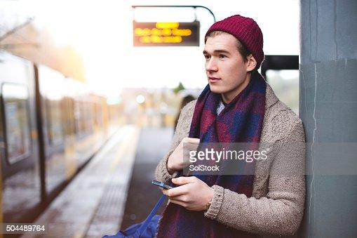 Esperando en la estación de tren
