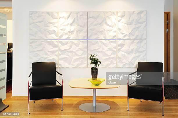 Sedie in ufficio in attesa