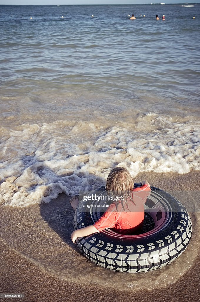 waiting for the right wave : Stock Photo