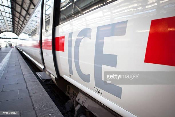 Warten ICE-Zug