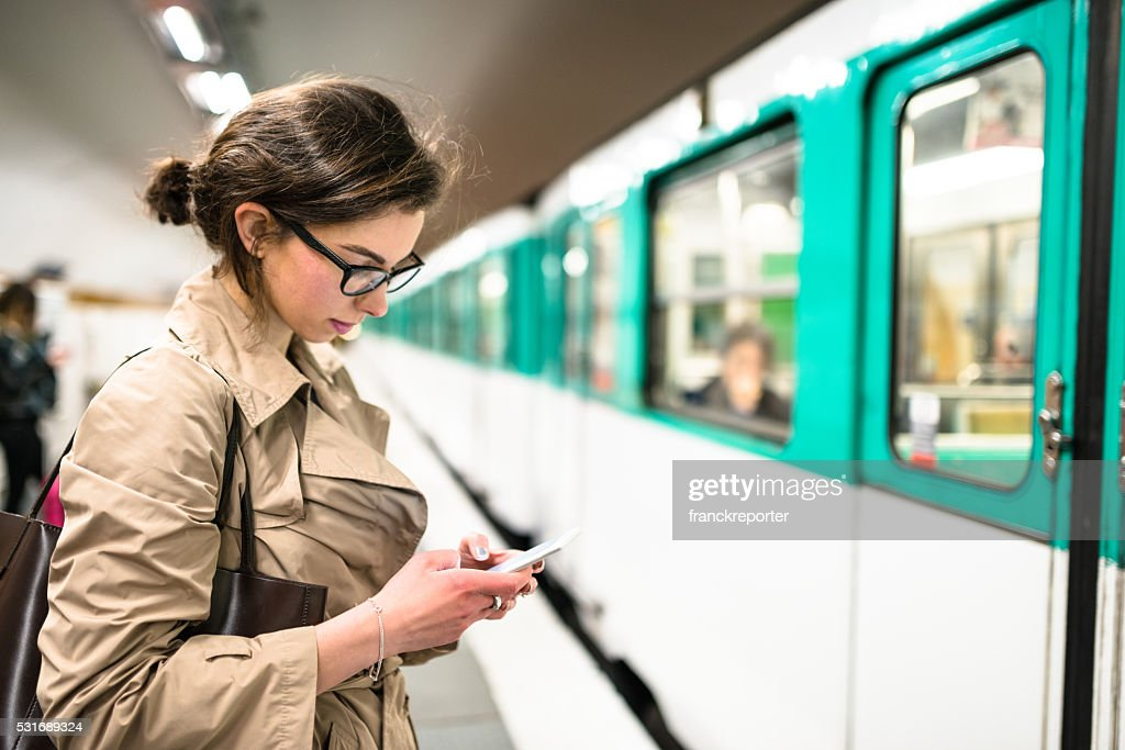 Warten dem Zug in Paris U-Bahn-station : Stock-Foto