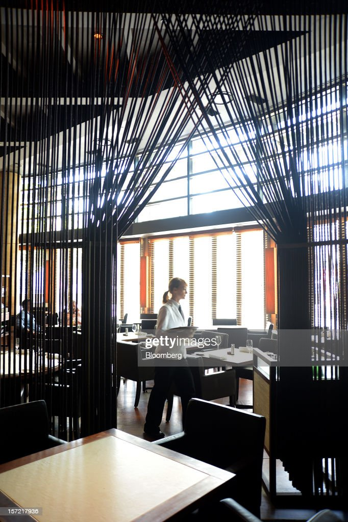 A waitress walks through Rockpool Bar and Grill restaurant in Melbourne, Australia, on Wednesday, Nov. 28, 2012. The Australian Bureau of Statistics is expected to release November inflation data on Dec. 3. Photographer: Carla Gottgens/Bloomberg via Getty Images