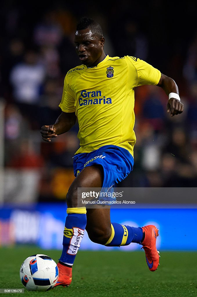 Wakaso of Las Palmas runs with the ball during the Copa del Rey Quarter Final First Leg match between Valencia CF and UD Las Palmas at Estadio Mestalla on January 21, 2016 in Valencia, Spain.
