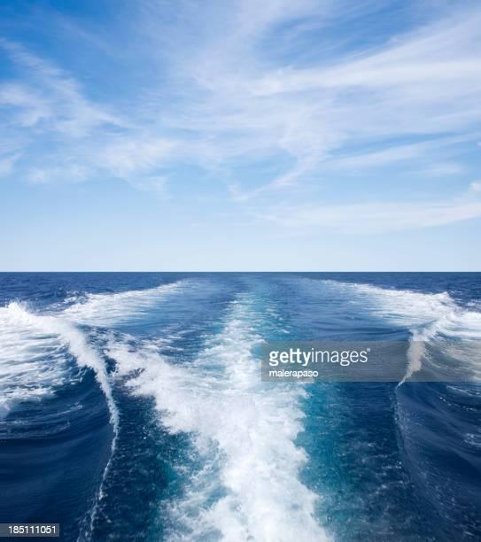 Despierta olas creado por un barco
