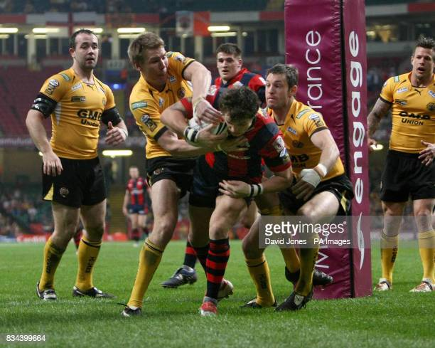 Wakefield Trinity Wildcats Scott Grix scores a try against Castleford Tigers during the engage Super League match at the Millennium Stadium Cardiff