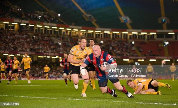 Wakefield's Richard Moore scores his first half try during the engage Super League match at the Millennium Stadium Cardiff
