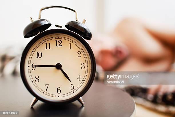 早朝起床する