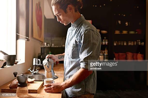 Aufwachen mit einer Tasse frischen