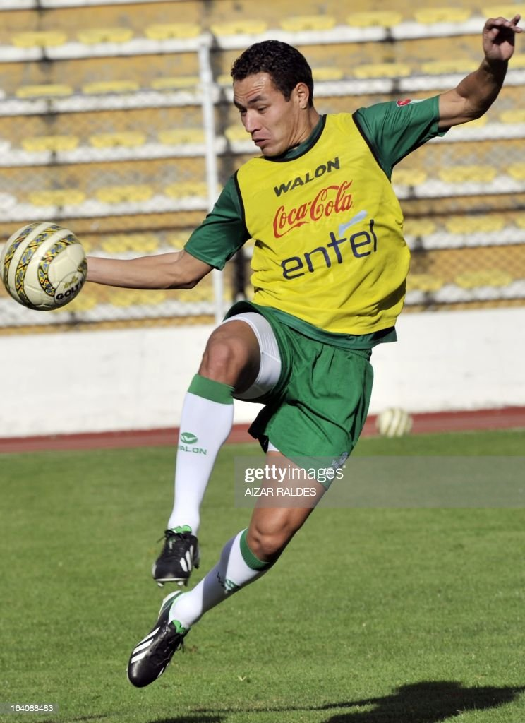 Walberto Mojica, takes part in a training session of the Bolivian national football team in La Paz on March 19, 2013. Bolivia will face Colombia on march 22 and Argentina on march 26 in matches of the Brazil 2014 FIFA World Cup South American qualifier.
