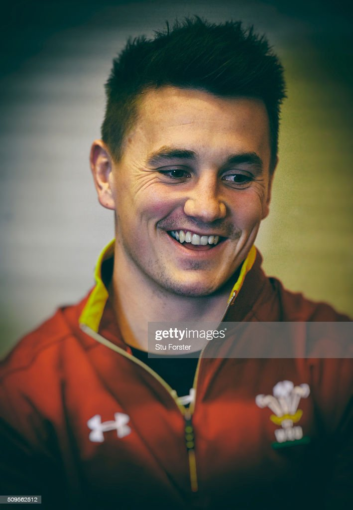 Wales centre <a gi-track='captionPersonalityLinkClicked' href=/galleries/search?phrase=Jonathan+Davies+-+Giocatore+di+rugby+-+classe+1988&family=editorial&specificpeople=8522336 ng-click='$event.stopPropagation()'>Jonathan Davies</a> faces the media during a Wales Press conference ahead of their RBS Six Nations match against Scotland, at The Vale Hotel on February 11, 2016 in Cardiff, Wales.