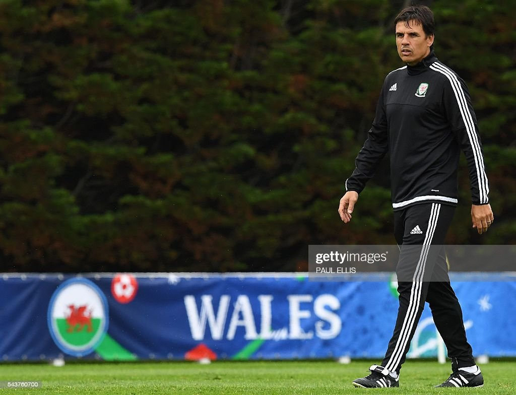 Wales' coach Chris Coleman takes part in a training session in Dinard, France on June 30, 2016 during the Euro 2016 football tournament. Wales take on Belgium in Lille on July 1. / AFP / PAUL
