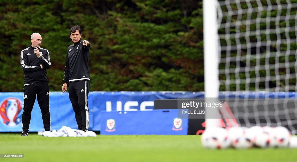 Wales' coaches Chris Coleman (R) and Paul Trollope take part in a training session in Dinard, France on June 30, 2016 during the Euro 2016 football tournament. Wales take on Belgium in Lille on July 1. / AFP / PAUL